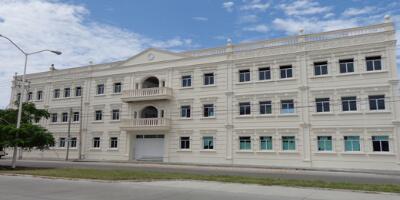 Fachada de Liceo Juárez Secundaria y Preparatoria en Ciudad del Carmen, Campeche