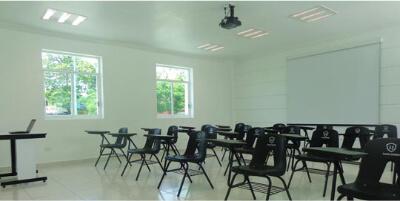 Liceo Juárez ofrece Salones Climatizados, con Proyector, y Bien Iluminados